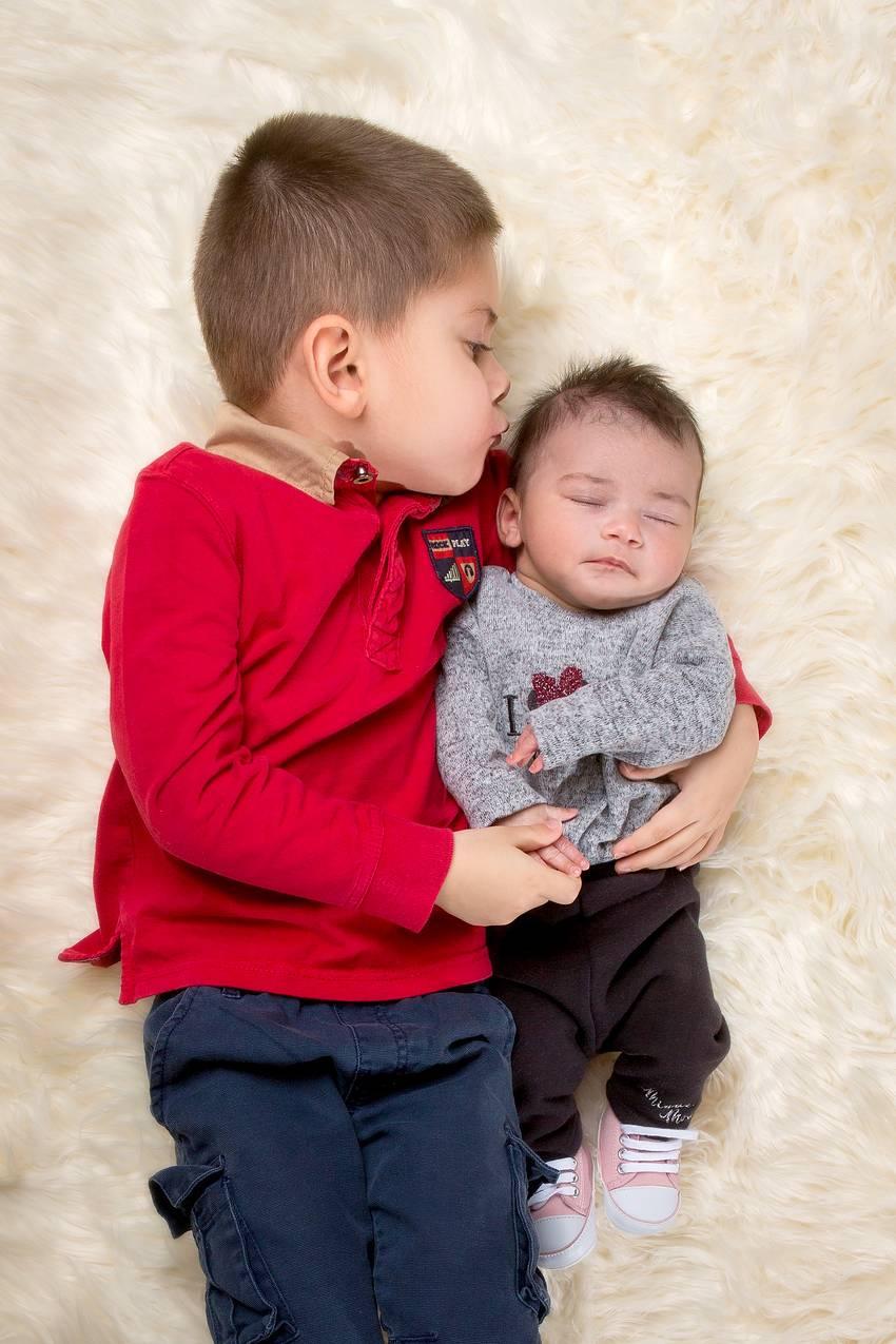 photographe nancy bebe avec grand frere