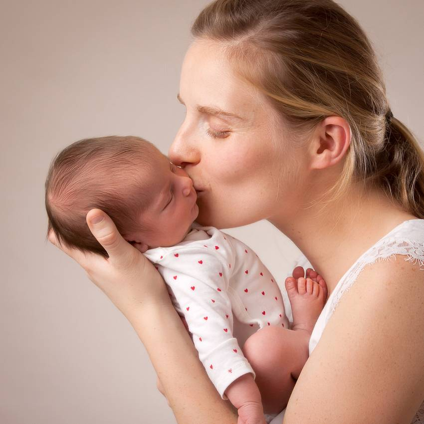 photographe nancy nouveau ne dans les bras de maman