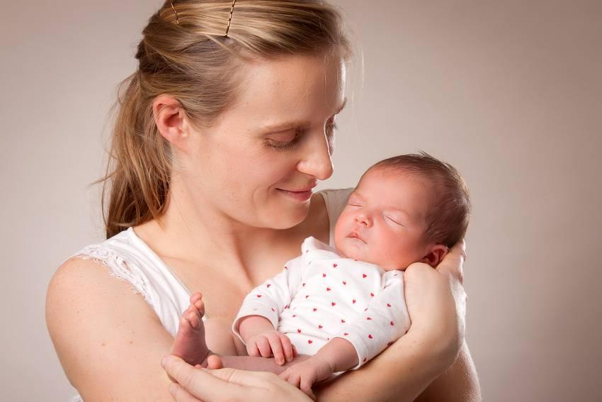photographe nancy nouveau-ne avec maman