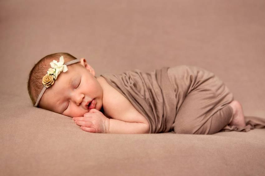 photographe nancy nouveau-ne newborn posing
